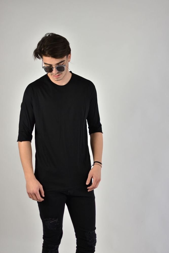 LASERCUT NECK TEE BLACK
