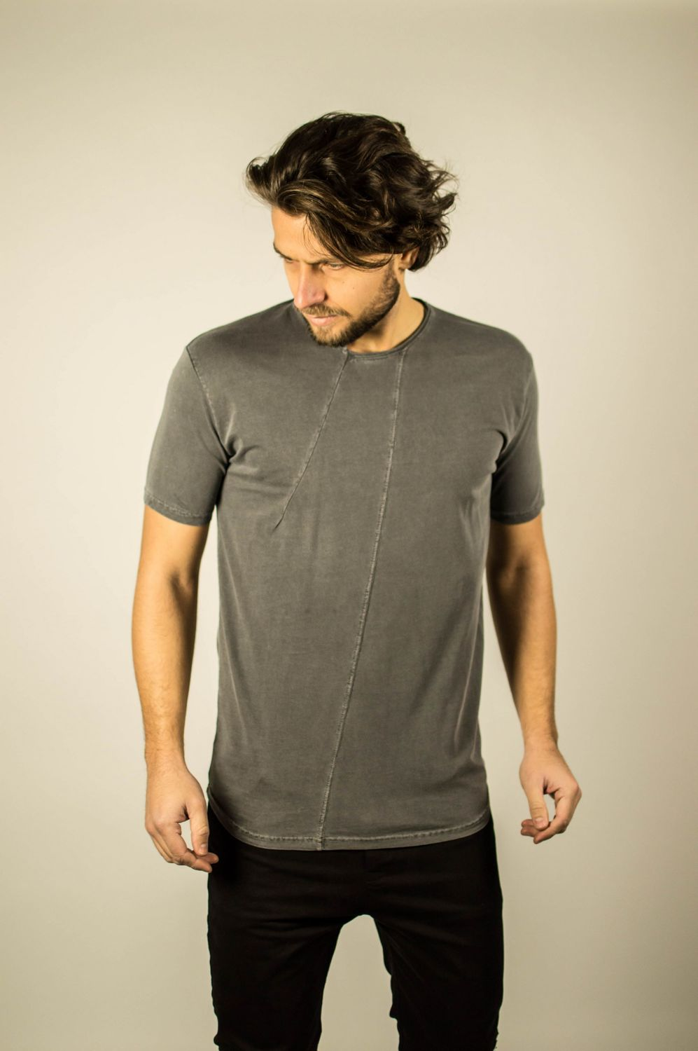 STEP NECK TEE CARBON